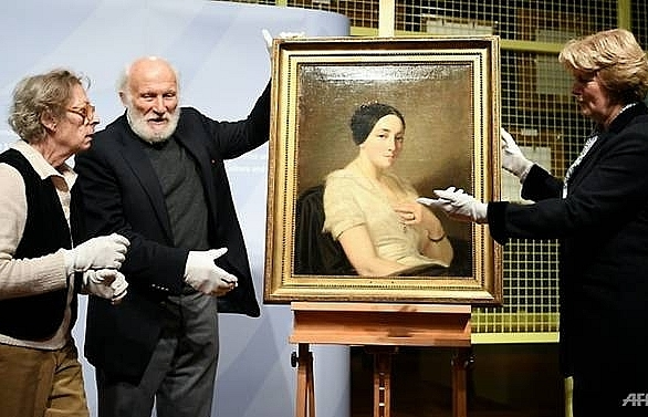 germany returns nazi looted painting to french jewish collectors heirs
