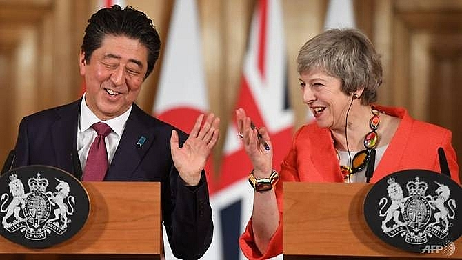 japanese pm voices hope britain can avoid no deal brexit