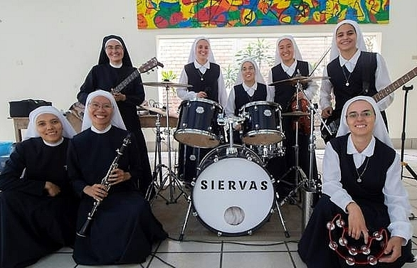 rock and roll nuns to perform for pope in panama