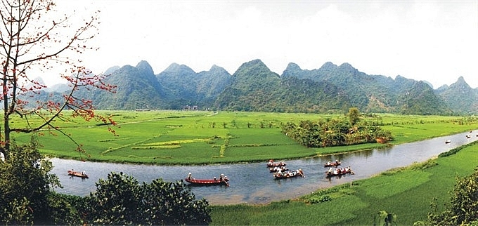 huong son landscape complex still protected despite new tourism projects local leader