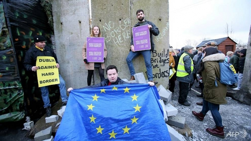 with two months to brexit cracks form on irish border