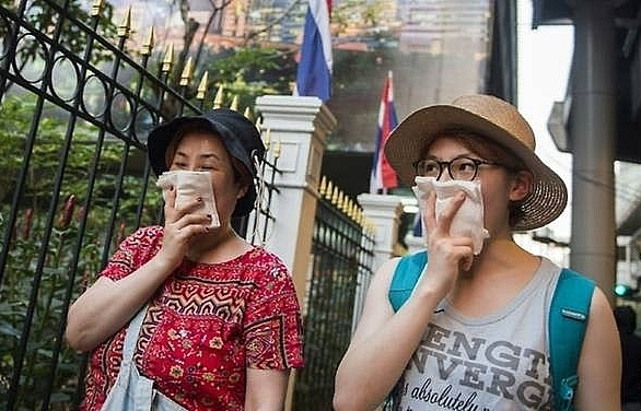 hundreds of schools to shut as toxic smog chokes bangkok