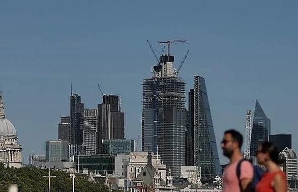new uk government raises minimum wage