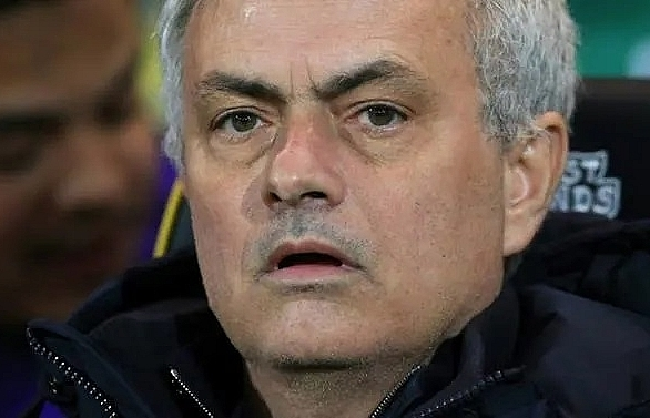 tottenhams defence leaves mourinho sympathising with his forwards