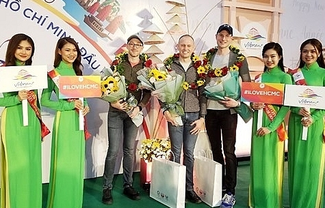 first foreign visitors of 2020 arrive in hcm city