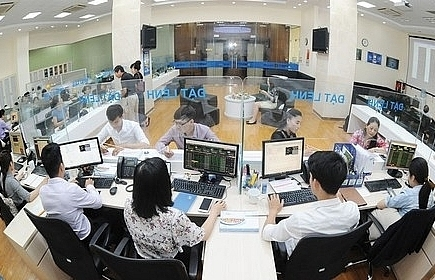 vietnamese shares sink on global turbulence
