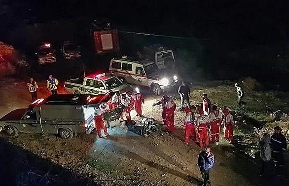 iran bus crash kills at least 19 on mountain road