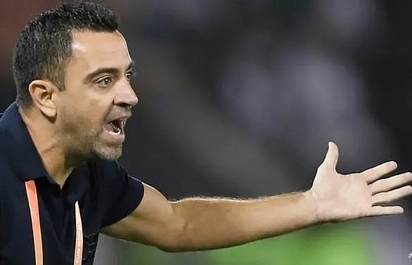 xavi decides against taking barcelona job immediately says source