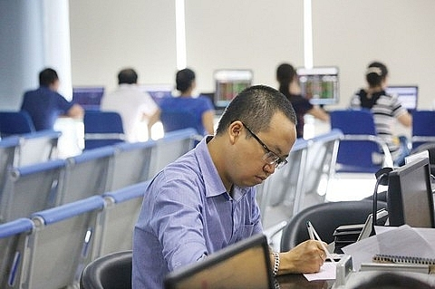 vn stocks mixed liquidity remains low