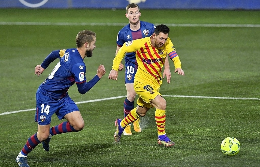 barca triumph as messi makes 500th liga appearance