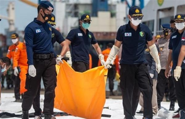 indonesia plane crash first victim black boxs location identified