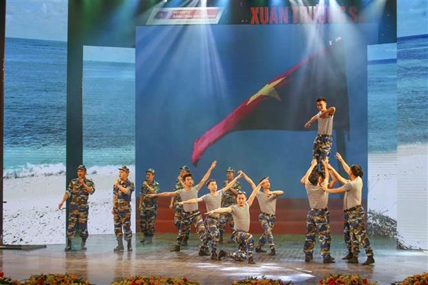music show honours strong will of soldiers on truong sa