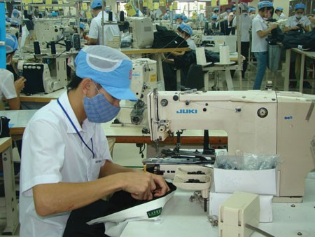 firms try to encourage workers to return after tet