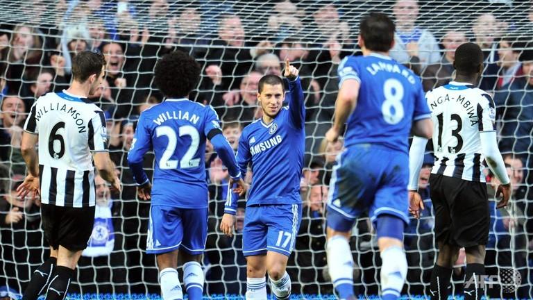 Hazard fires Chelsea top after Arsenal crash