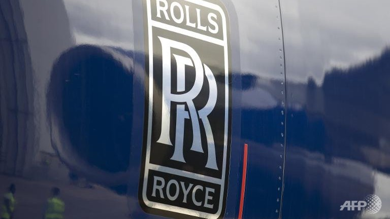 Rolls-Royce shares plunge on profit warning
