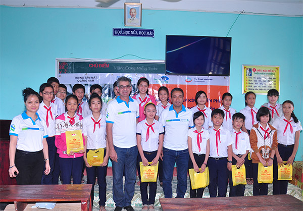 standard chartered bank provides support to students in hoi an
