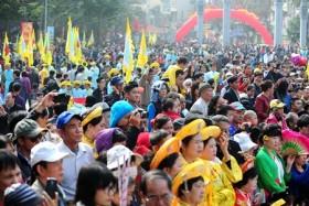 Thousands celebrate Dong Da festival