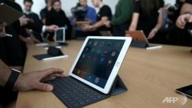Apple keeps lead in slumping tablet market