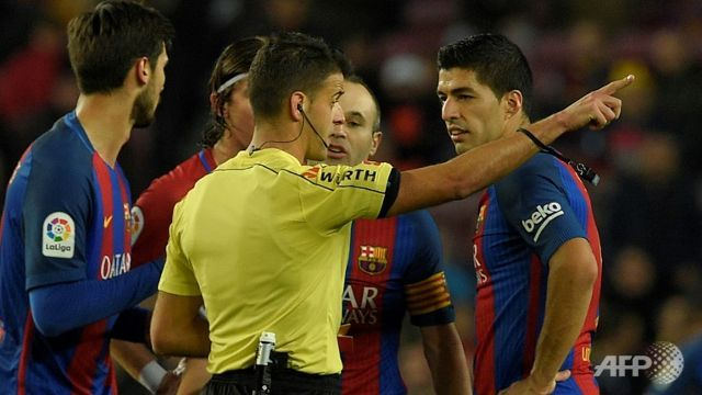 Red-card Suarez to miss Spanish Cup final
