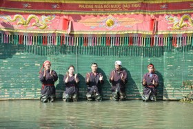 Dao Thuc village water puppetry lures visitors
