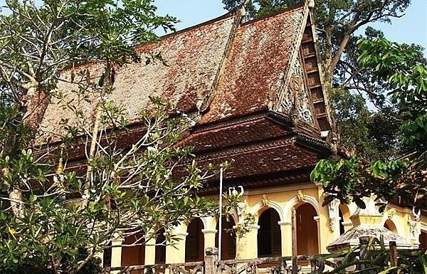 tourists revel in rich khmer culture