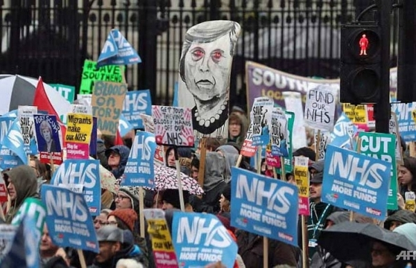 thousands protest over uk health service