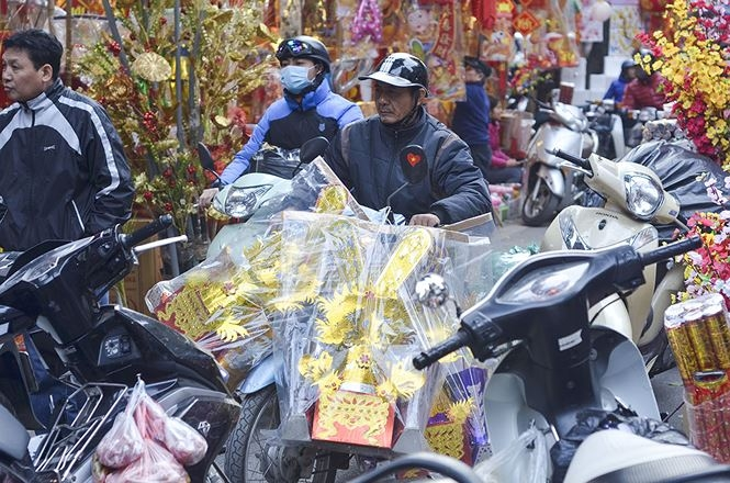 hang ma street busy as the kitchen gods day nears