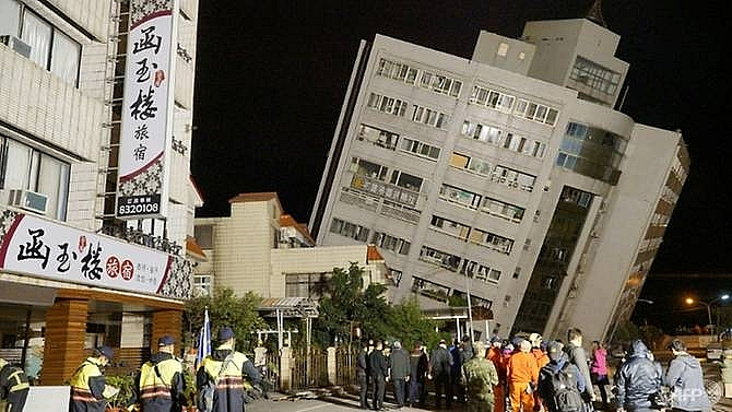 two dead more than 210 injured in taiwan quake