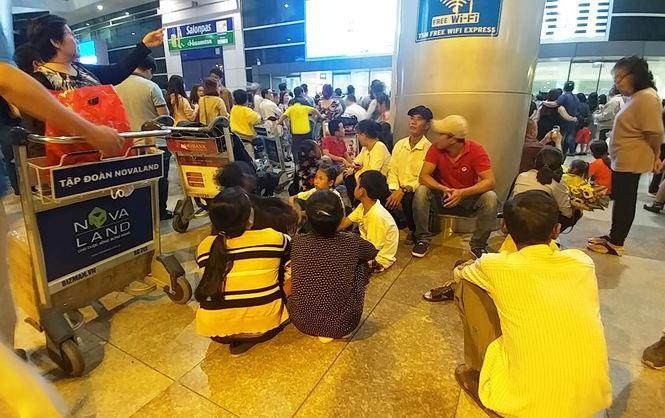 tan son nhat airport faces tet overloading news vietnamnet