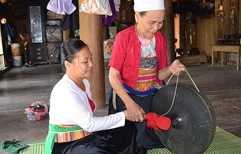 cao phong district preserves muong thang culture