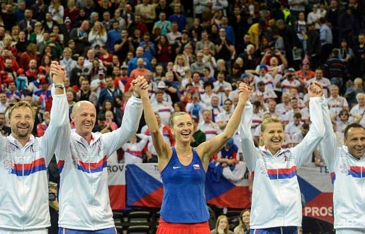 kvitova leads czechs into fed cup semi finals