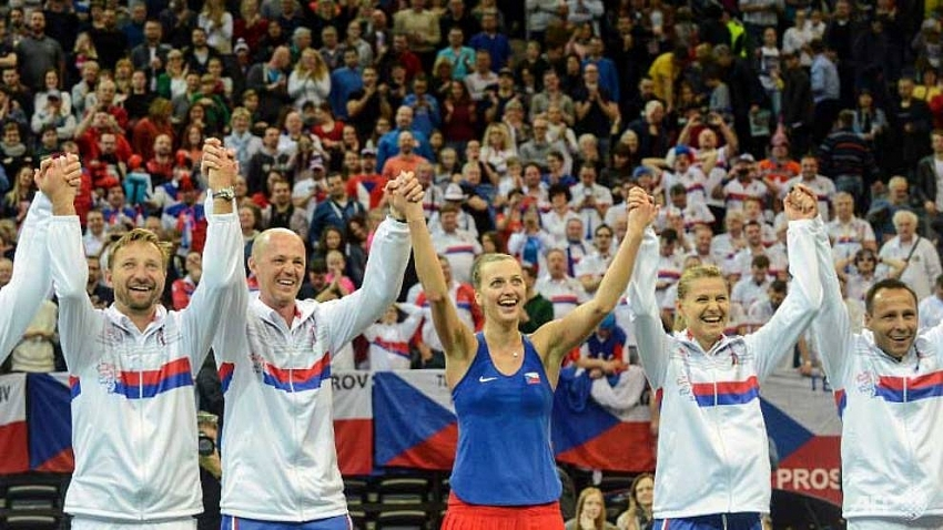 kvitova leads czechs into fed cup semi finals
