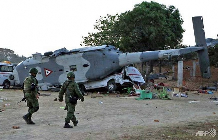13 killed in mexican ministers helicopter crash