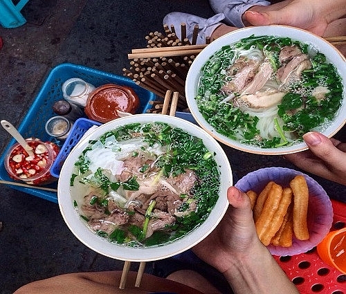 10 hanoi food shops that dont need a name to be famous