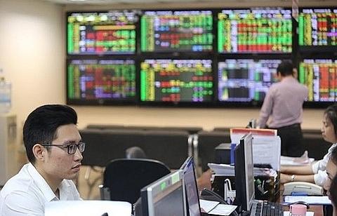 banks oil shares push market up