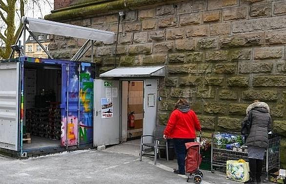 merkel slams german food charity for migrant halt