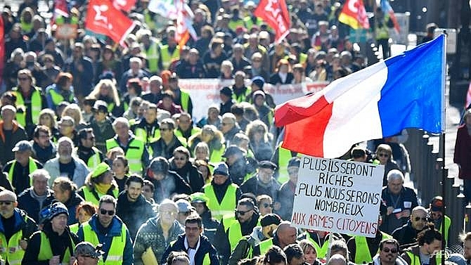 french yellow vests more prone to conspiracy theories survey
