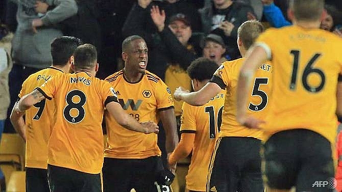 newcastle denied as dubravka howler rescues wolves