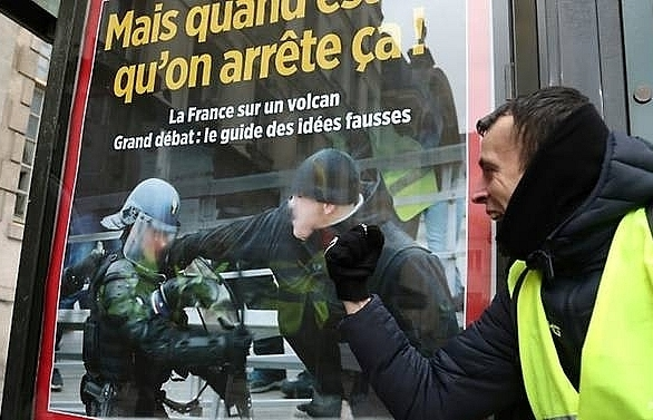 french yellow vest boxer on trial for punching police