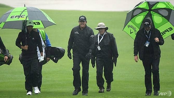 mickelson woods on hold as rain delays play at riviera