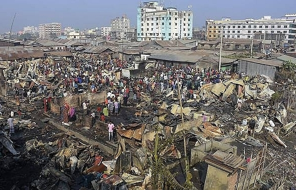 fire sweeps through bangladesh slum killing nine