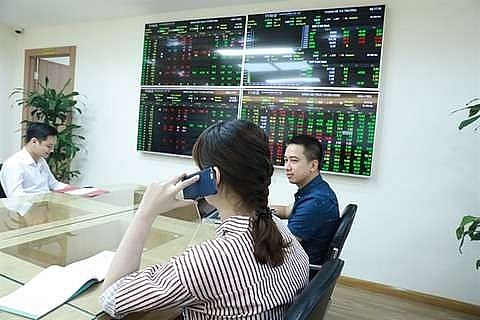 Image result for Investors at the trading floor of Tân Việt Securities Joint Stock Company (TVSI) in Hà Nội.