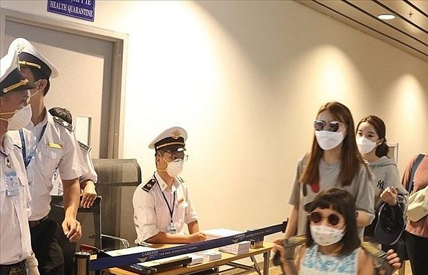 hanoi stops receiving tourists from coronavirus hit areas