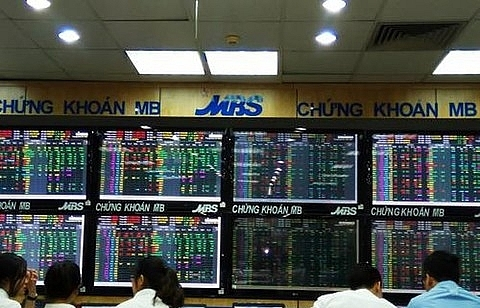 vn stocks edge up profit taking arises