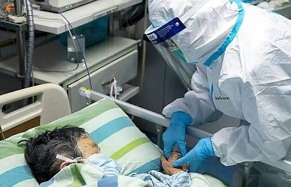 new coronavirus infected 40 staff members in single wuhan hospital study