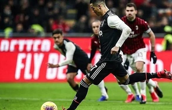 ronaldos penalty snatches juventus first leg draw at milan
