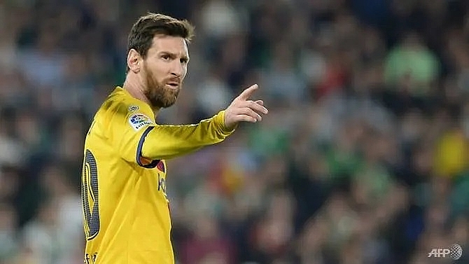messi sees strange things at barcelona after social media row