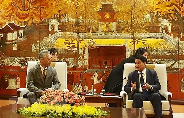 hanoi leader pledges best conditions for japans uniqlo