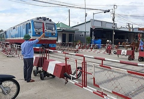 vn stocks fall as investors look for short term profits