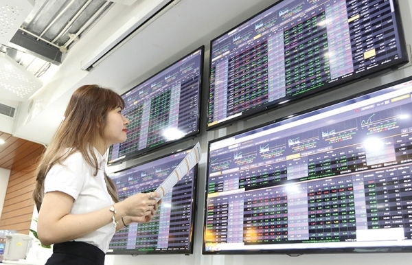 expectations prop up stock prices